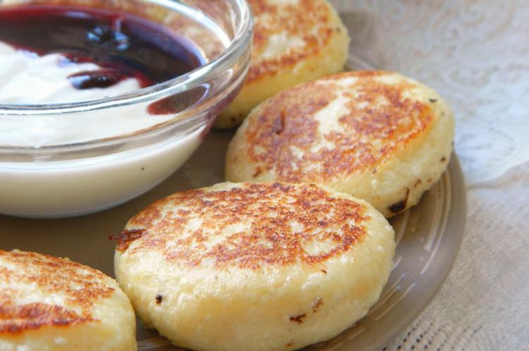 Сырники из влажного творога рецепт с пошагово
