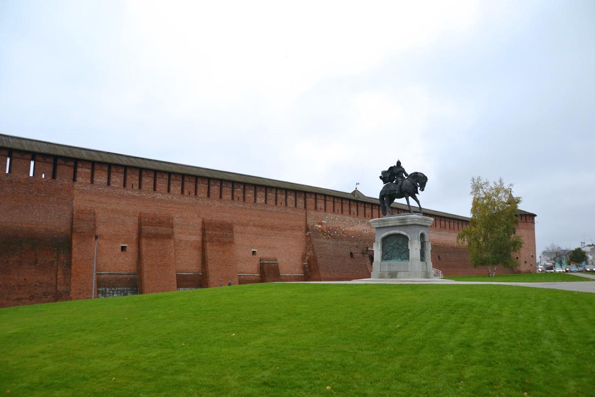 1. Коломенский кремль и памятник Дмитрию Донскому.